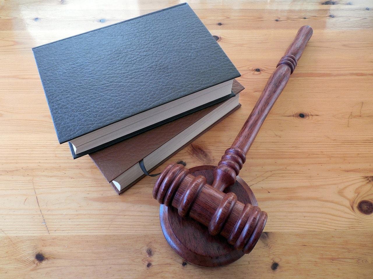 books and judge hammer