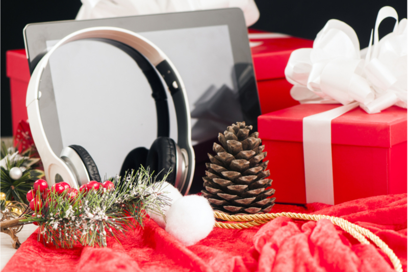 Holiday Gifts, Headphones, Tablet